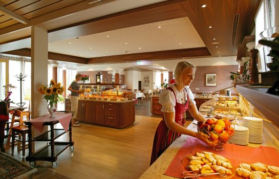 Breakfast buffet Berlin's Krone Lamm