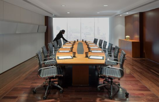 Conference room InterContinental Hotels RESIDENCE SUITES DUBAI F.C