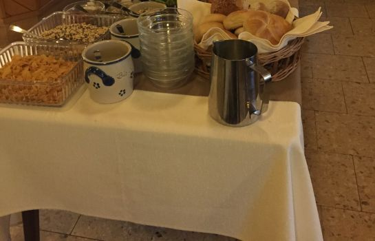 Breakfast buffet Zum Storchennest Landhotel