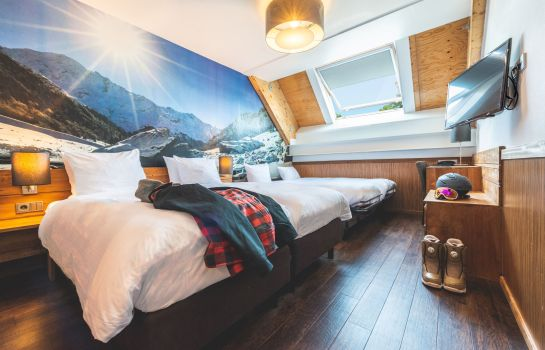 Four-bed room Hotel SnowWorld & Conference
