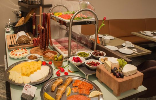 Breakfast buffet Pica Paca
