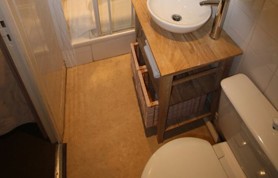 Bagno in camera Brit Hotel Parc Des Tourelles