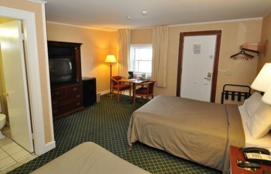Room Hyannis Host Inn