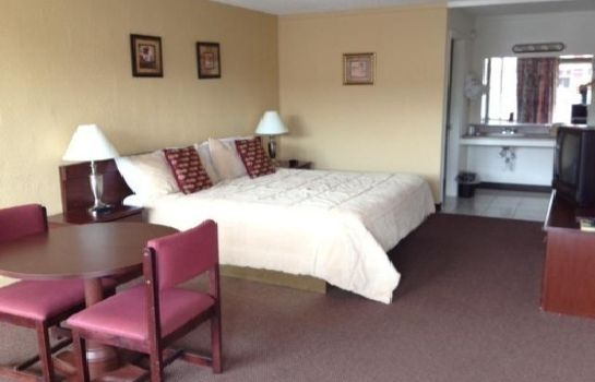 Zimmer Red Carpet Inn Battleboro