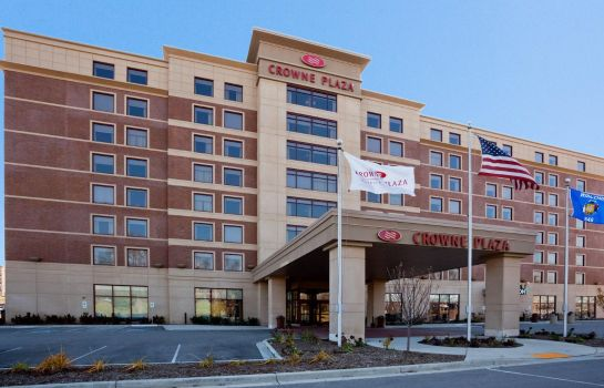 Exterior view Crowne Plaza MILWAUKEE WEST