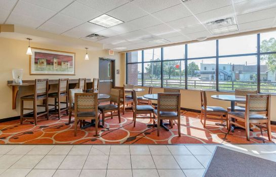 Restaurant Econo Lodge  Inn and Suites Fairgrounds