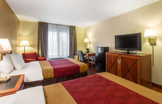 Zimmer Econo Lodge Inn & Suites Airport