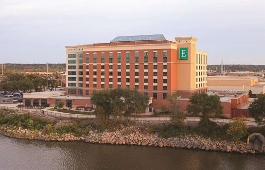 Exterior view Embassy Suites by Hilton E Peoria Riverfront Conf Center