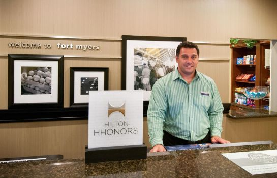 Hotelhalle Hampton Inn - Suites Fort Myers-Colonial Blvd