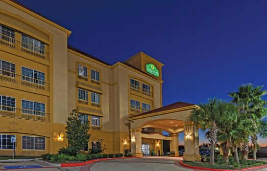 Exterior view La Quinta Inn Ste Houston Katy East