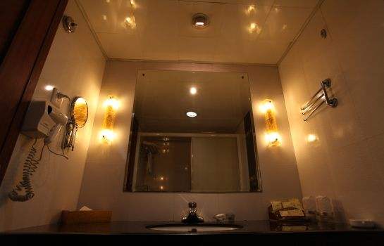 Bathroom BOSTAN BUSINESS HOTEL