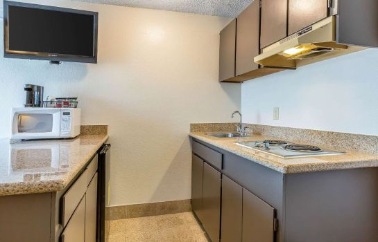 Suite Quality Inn & Suites Bakersfield