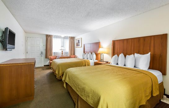 Room Quality Inn & Suites Bakersfield