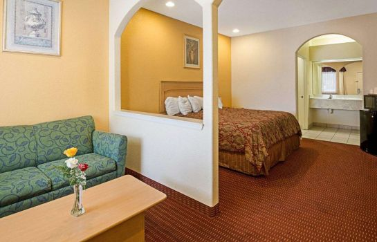 Double room (superior) Rodeway Inn & Suites Houston