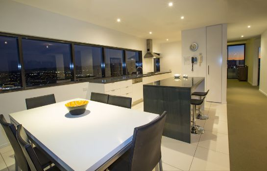 Kitchen in room Ultra Broadbeach