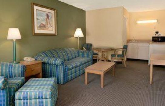 Suite Travelodge Inn & Suites by Wyndham Jacksonville Airport