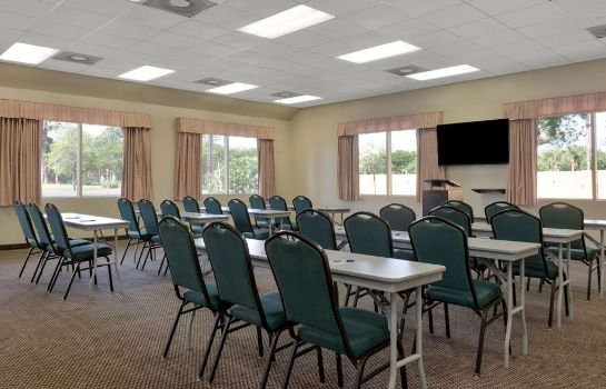 Salle de séminaires Travelodge Inn & Suites by Wyndham Jacksonville Airport
