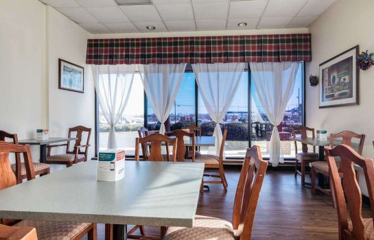 Restaurant Econo Lodge Inn & Suites Conference Center