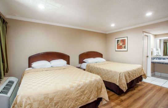 Zimmer TRAVELODGE ONTARIO