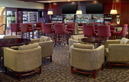 Hotel bar Sheraton Red Deer Hotel