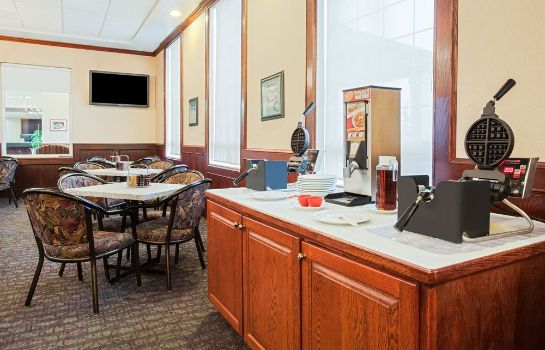 Sala colazione Ramada Red Deer Hotel and Suites