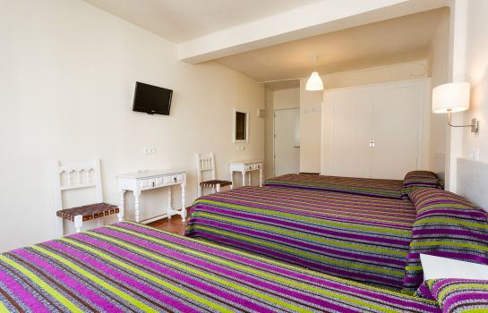 Triple room Sol y Miel Hostal