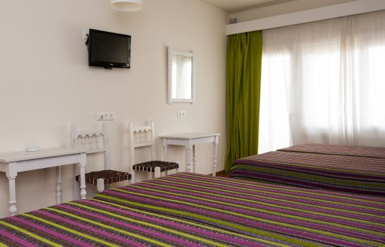 Four-bed room Sol y Miel Hostal