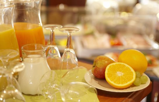 Breakfast buffet Hotel Kiel by Golden Tulip