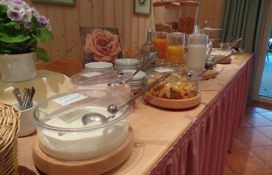 Breakfast buffet Roseneck Gasthof