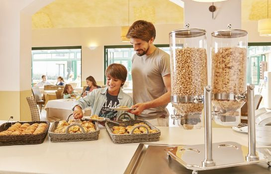 Sala de desayuno Hotel PortAventura - Theme Park Tickets Included