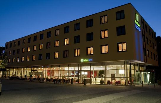 Buitenaanzicht Holiday Inn Express SINGEN