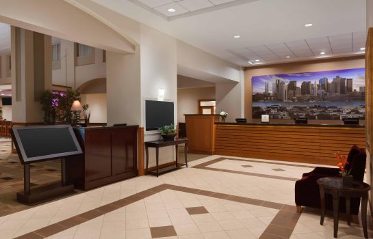 Lobby Embassy Suites by Hilton Boston at Logan Airport