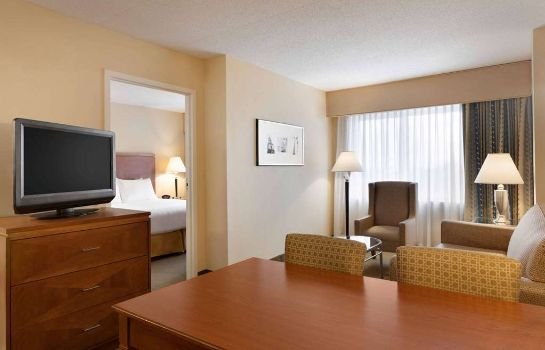 Suite Embassy Suites by Hilton Boston at Logan Airport