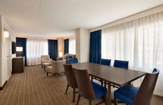 Zimmer Embassy Suites by Hilton Boston at Logan Airport
