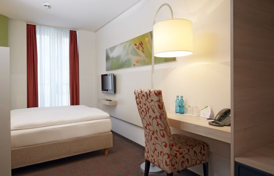Double room (standard) H+ Hotel München