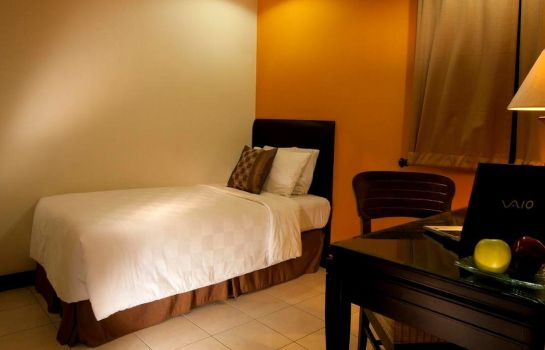 Single room (superior) Grand Tropic Suite Jakarta