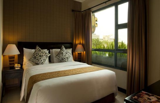 Double room (standard) Grand Tropic Suite Jakarta
