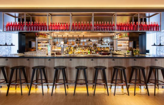 Hotel bar citizenM Schiphol Airport