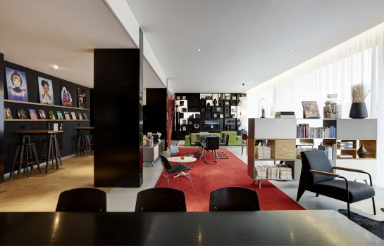Lobby citizenM Schiphol Airport