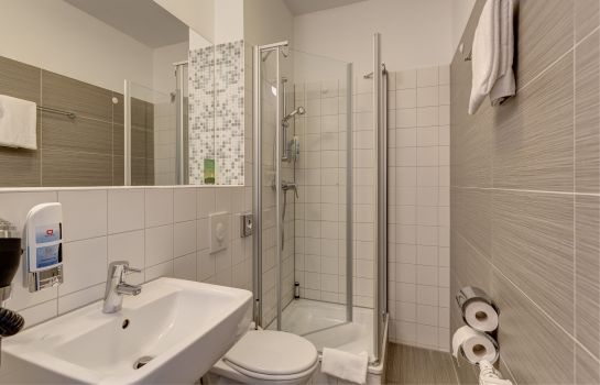 Badezimmer MEININGER Hamburg City Center