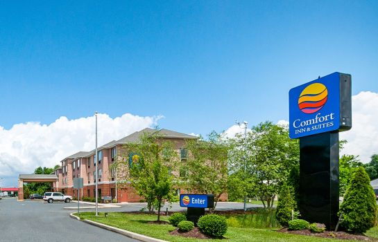 Exterior view Comfort Inn & Suites Cambridge