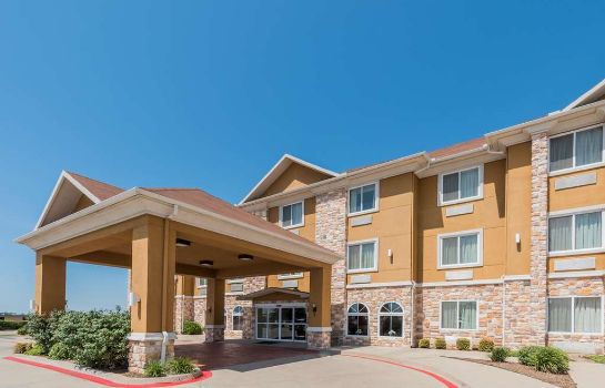 Exterior view DAYS INN SUITES CLEBURNE TX