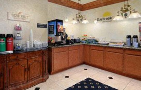 Restaurant DAYS INN SUITES CLEBURNE TX