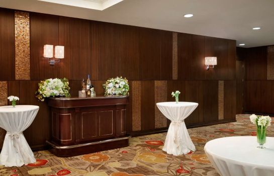 Kamers Embassy Suites by Hilton Los Angeles Glendale