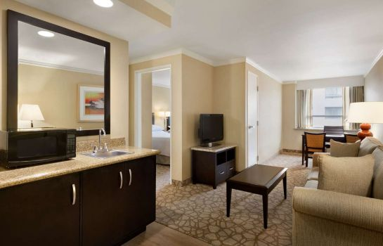 Room Embassy Suites by Hilton Los Angeles Glendale