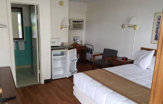 Standard room Budget Host Inn