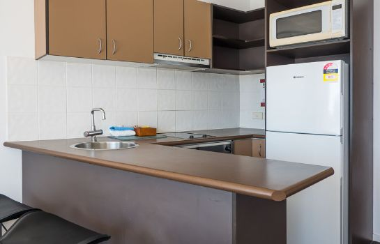 Kitchen in room Broadbeach Savannah