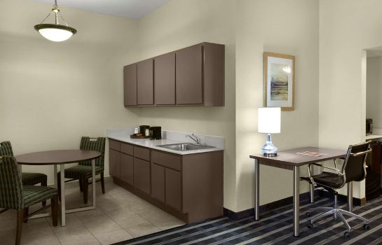 Suite Howard Johnson by Wyndham Atlanta Airport/College Park
