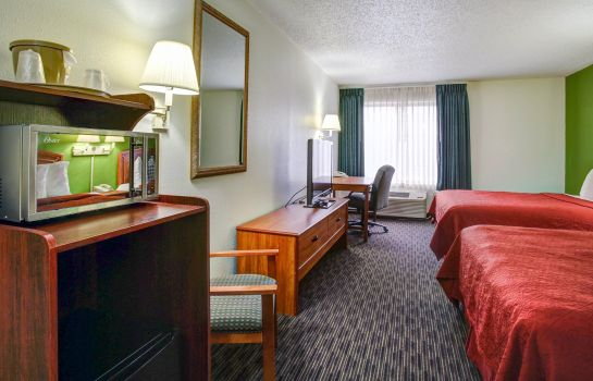 Room Quality Inn & Suites Airport