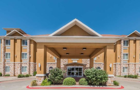 Exterior view Days Inn & Suites Cleburne TX
